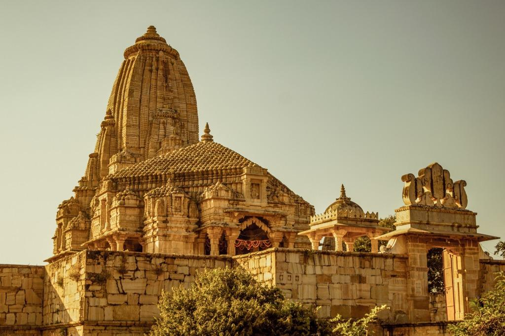 मंदिर में जाने से दूर रहते हैं रोग- जानें पांच वैज्ञानिक फायदे