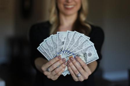 पैसा व सुख दोनों एक साथ चाहिए तो क्या करें